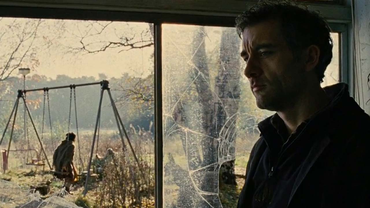 Clare-Hope Ashitey and Clive Owen in Children of Men