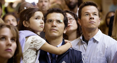 John Leguizamo and Mark Wahlberg in The Happening