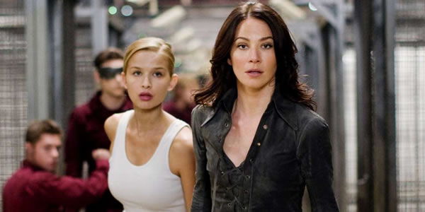 Tahyna Tozzi and Lynn Collins in X-Men Origins: Wolverine